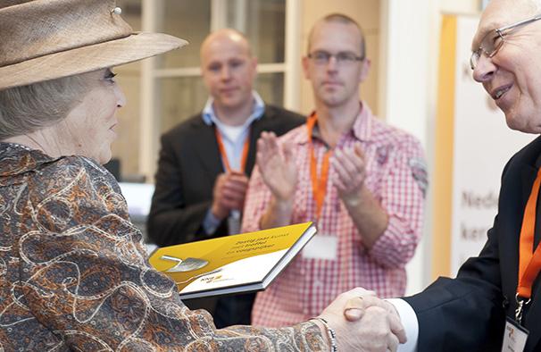 Koningin Beatrix krijgt jubileumboek